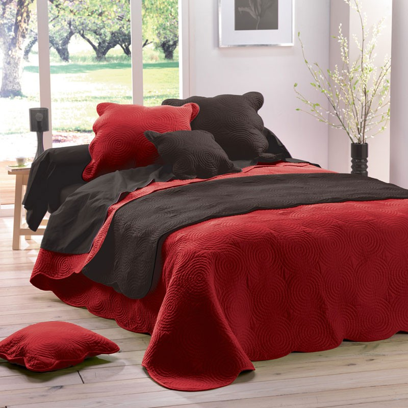 couvre lit boutis matelass 220x240 rouge. Black Bedroom Furniture Sets. Home Design Ideas